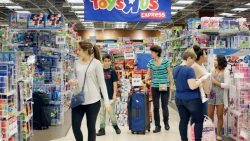 Toys 'R' Us Files for Bankruptcy, but Keeps Stores Open